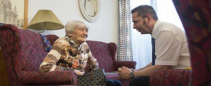 วิธีการดูแลคนป่วยที่เป็นโรคอัลไซเมอร์